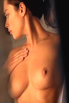 Алена Баркова оголила грудь и попу в фильме «Вдох-выдох», 2006