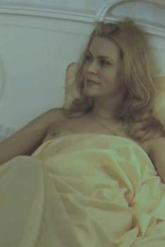 Голая попа Алены Яковлевой в сериале «Черная комната», 2000