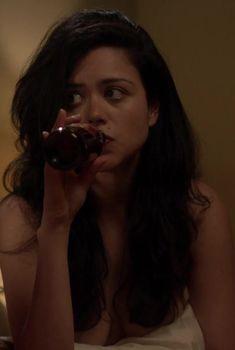 Алисса Диаз засветила грудь в сериале «Рэй Донован», 2013