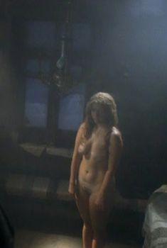 Полностью голая Алла Клюка в фильме «Мелюзга», 2004