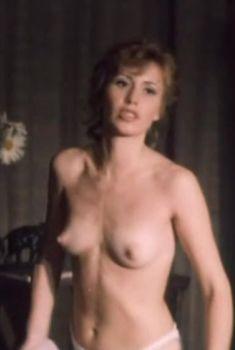 Голая грудь Аллы Муриной в фильме «Русская невеста», 1993