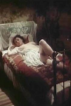 Алла Наталушко показала голую грудь в сериале «Остров любви», 1995