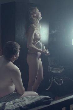 Полностью голая Анастасия Калашникова в фильме «Прорубь», 2017
