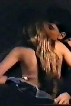 Анастасия Немоляева оголилась в фильме «Жена для метрдотеля», 1991