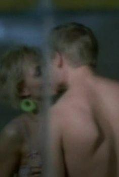 Голая грудь Ангелины Миримской в сериале «Сделка», 2006