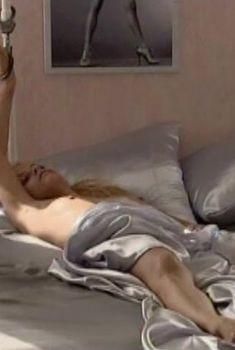 Анна Лутцева показала голую грудь в фильме «Только вперед», 2008