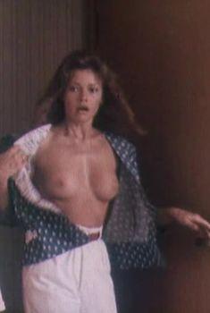 Голая грудь Анны Назарьевой в фильме «Идеальная пара», 1992