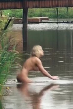 Анна Старшенбаум снялась голой в фильме «Красотка», 2012