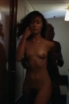 Анна Тихонова снялась голой в фильме «Авантюра», 1995