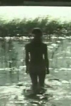 Астрида Кайриша снялась голой в фильме «Соната над озером», 1976