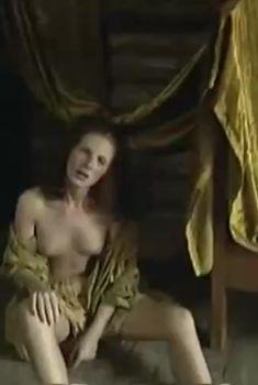 Аурелия Анужите оголила грудь в фильме «Сладкий вкус яда», 2001