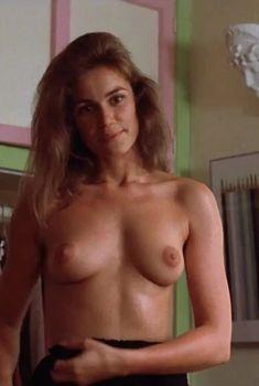 Полностью голая Валери Каприски в фильме «На последнем дыхании», 1983