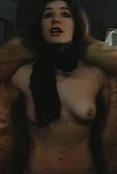Вера Воронкова показала голую грудь в фильме «Роль», 1993