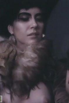 Вера Сотникова снялась голой в фильме «Байрон», 1992