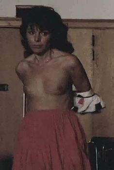 Виржини Виньон показала голую грудь в фильме «Убийственное лето», 1993