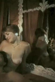 Голая грудь Галины Анисимовой в фильме «Ау! Ограбление поезда», 1991