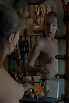 Голые сиськи Дарьи Мороз в сериале «Женщины в игре без правил», 2004