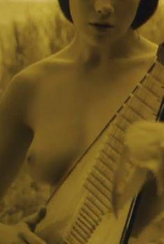 Дарья Мороз показала голую грудь в фильме «Нанкинский пейзаж», 2006
