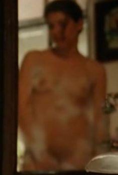 Полностью голая Джулия Микелини в фильме «Незрелые», 2011