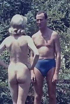Дэйви Декер снялась голой в фильме «Дневник нудистки», 1961