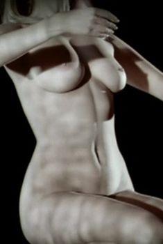 Евгения Добровольская снялась голой в фильме «Блюз опадающих листьев», 2006