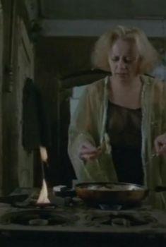 Евдокия Германова засветила грудь в фильме «Жизнь по лимиту», 1989