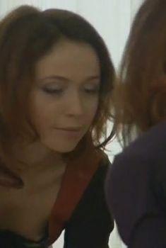 Милашка Елена Захарова засветила грудь в сериале «Кадетство», 2006