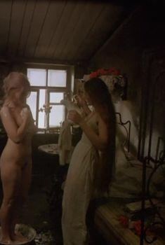Полностью голая Елена Кольчугина в фильме «Яма», 1990