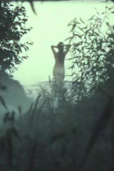 Голая попа Елены Кондратьевой в фильме «Не забудь оглянуться», 1988