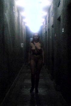 Абсолютно голая Елена Кондулайнен в фильме «Сто дней до приказа», 1990