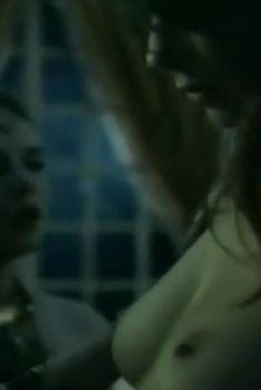 Голая грудь Елены Масуренковой в фильме «Яд скорпиона», 1991