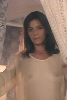 Елена Сафонова засветила грудь в фильме «Принцесса на бобах», 1997