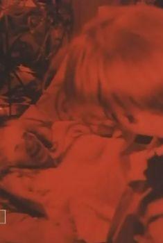 Елена Яковлева показала голые сиськи в фильме «Полет птицы», 1988