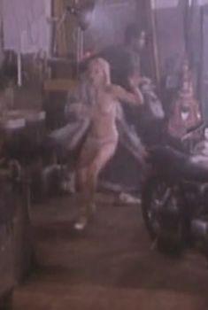 Злата Смирнова-Солодовникова показала голые сиськи в фильме «Зефир в шоколаде», 1993