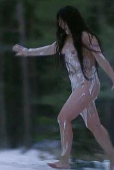 Полностью голая Ильяна Павлова в фильме «Сердце медведицы», 2001