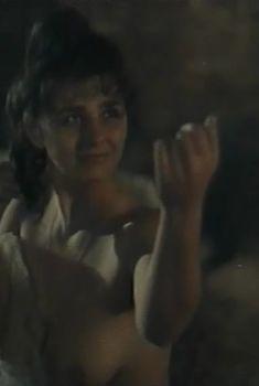 Голая грудь Инны Капинос в сериале «Преступление со многими неизвестными», 1993
