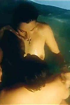 Голая грудь Ирины Апексимовой в фильме «Вместо меня», 2000