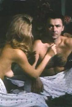 Голая грудь Ирины Гарькуши в фильме «Тайна», 1992