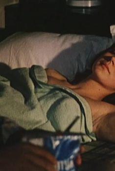 Ирина Купченко засветила грудь в фильме «Странная женщина», 1977