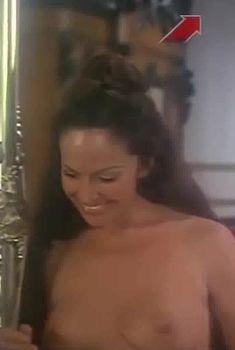 Голая грудь Иселы Вега в фильме «Грибной человек», 1975