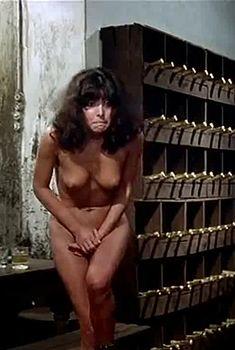 Полностью голая Карла Романелли в фильме «Чувственная медсестра», 1975