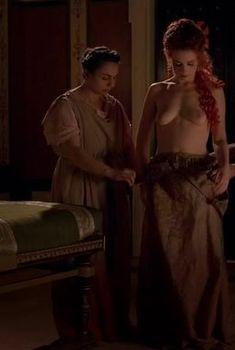 Полностью голая Керри Кондон в сериале «Рим», 2005