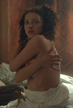 Ксения Разина засветила грудь в сериале «Вольная грамота», 2018