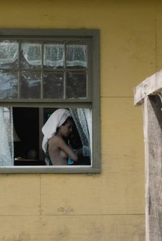 Кэрол Уэйерс оголила грудь и попу в сериале «Манхэттен», 2014
