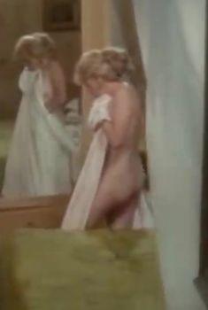 Полностью голая Кэрролл Бейкер в фильме «Приватные уроки», 1975