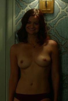 Леа МакКендрик показала голую грудь в сериале «Ясновидец», 2016