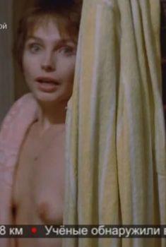 Лидия Ежевская оголила грудь в фильме «Миленький ты мой...», 1992