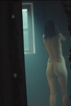 Полностью голая Любовь Аксенова в фильме «Без меня», 2018