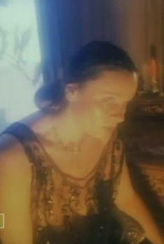 Любовь Полищук засветила грудь в фильме «Фуфло», 1990