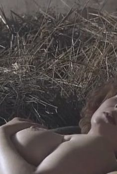 Голая грудь Марианны Шульц в сериале «Московская Сага», 2004